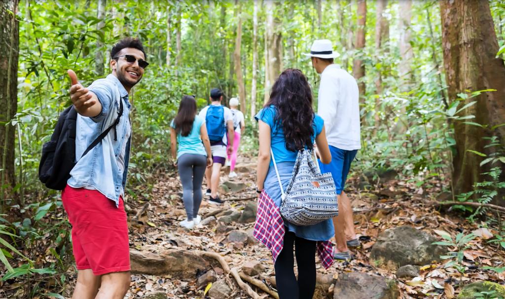 Reisegruppe im Wald