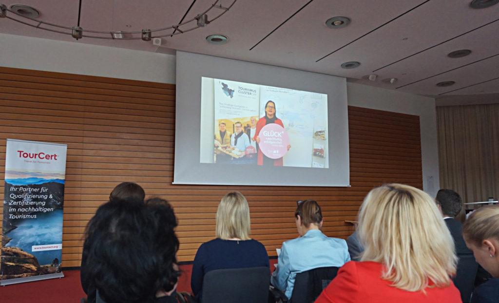 Kim Hartwig, Clustermanagement Tourismus Schleswig-Holstein, sendet eine Videobotschaft