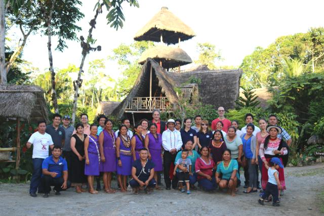 Gruppe der zertifizierten und ausgezeichneten Gemeinden in Ecuador © TourCert