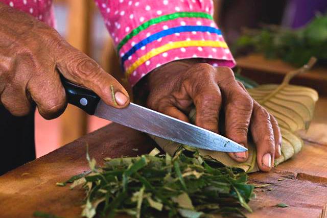 Kräuterzubereitung © Amupakin