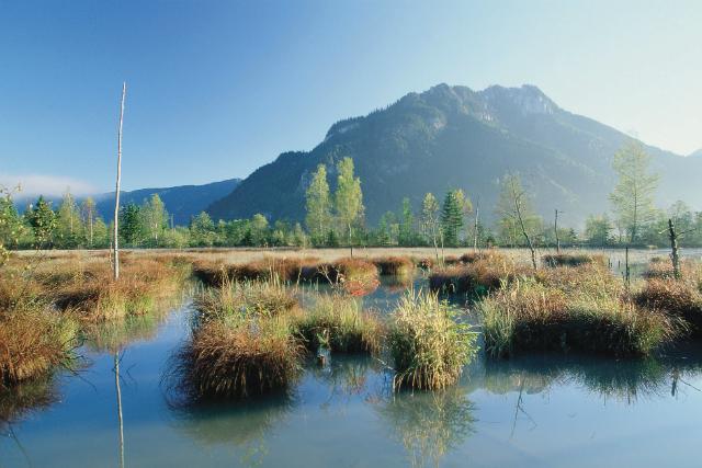 Berge und Seenlandschaft