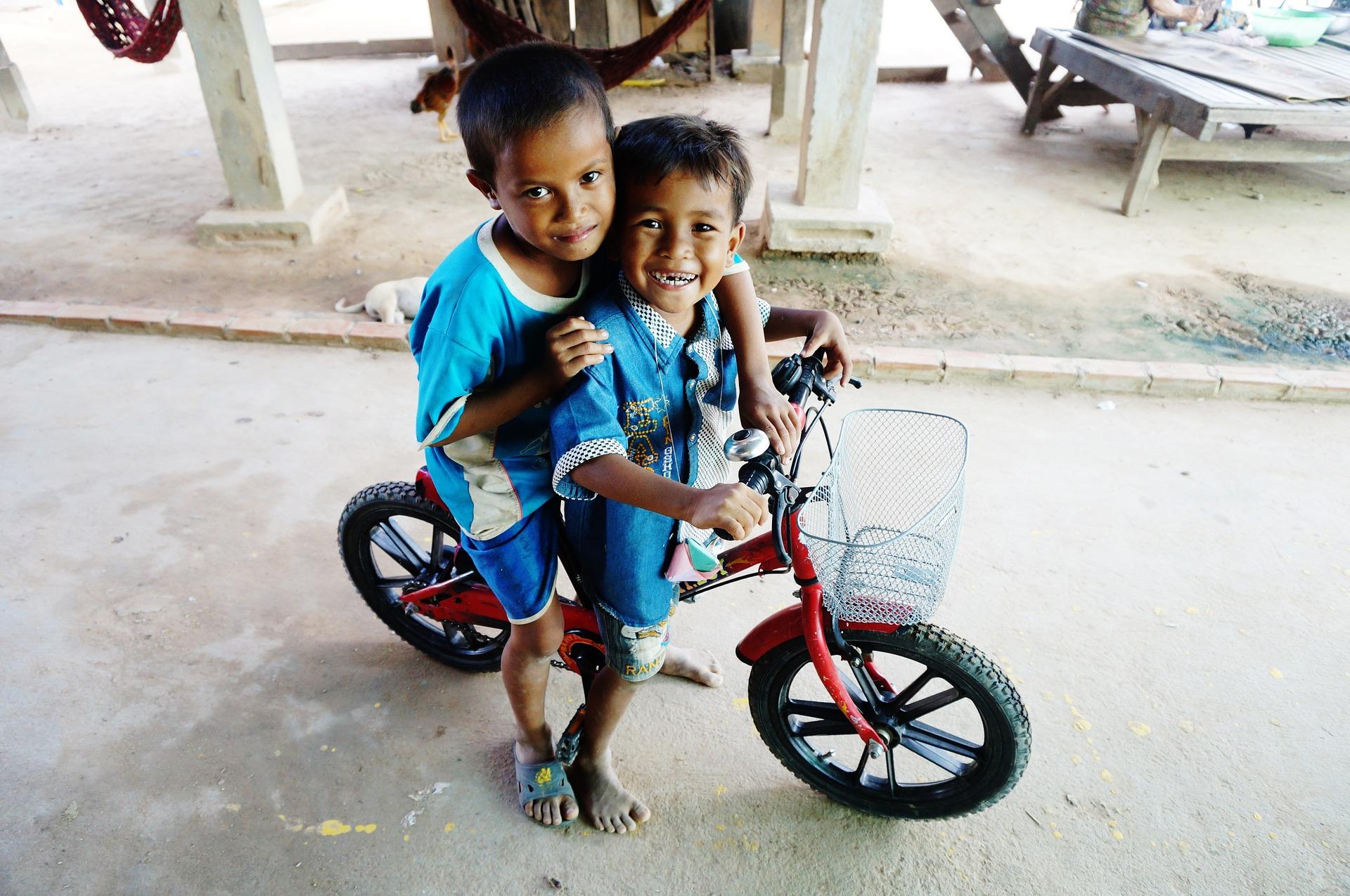 Spielende Kinder © Pixabay/CarinaChen