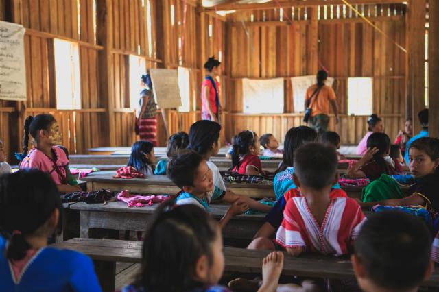 Blick in eine Schulklasse © Unsplash