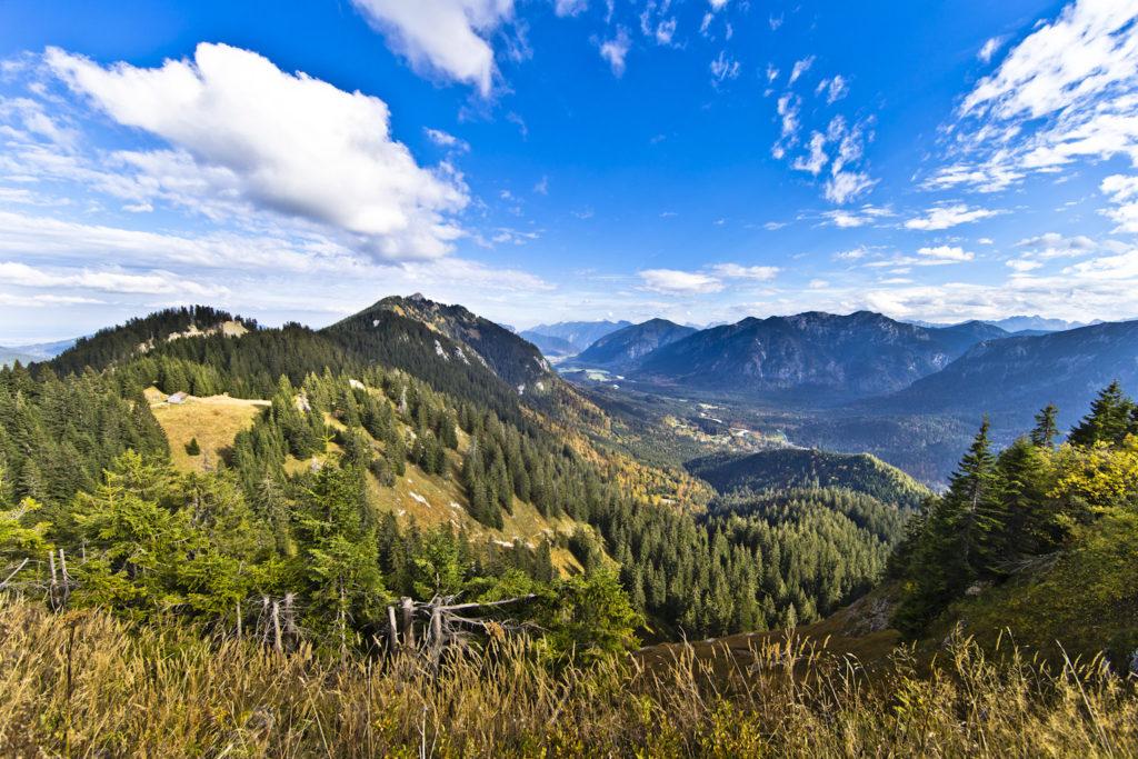 Eine Berglandschaft in den Ammergauer Alpen.